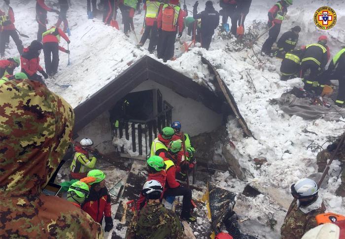 Rigopiano restituisce altre sei vittime: ora i morti salgono a 24