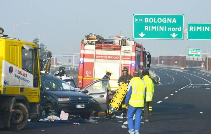 Incidente stradale a Rimini, morti madre e figlio di 9 mesi