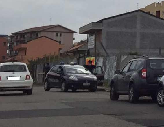 Cadavere trovato in auto a Riposto, indagini dei carabinieri di Giarre