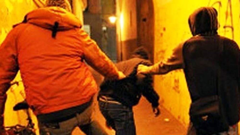 Lite per un parcheggio ad Aragona, 87enne rimane ferito