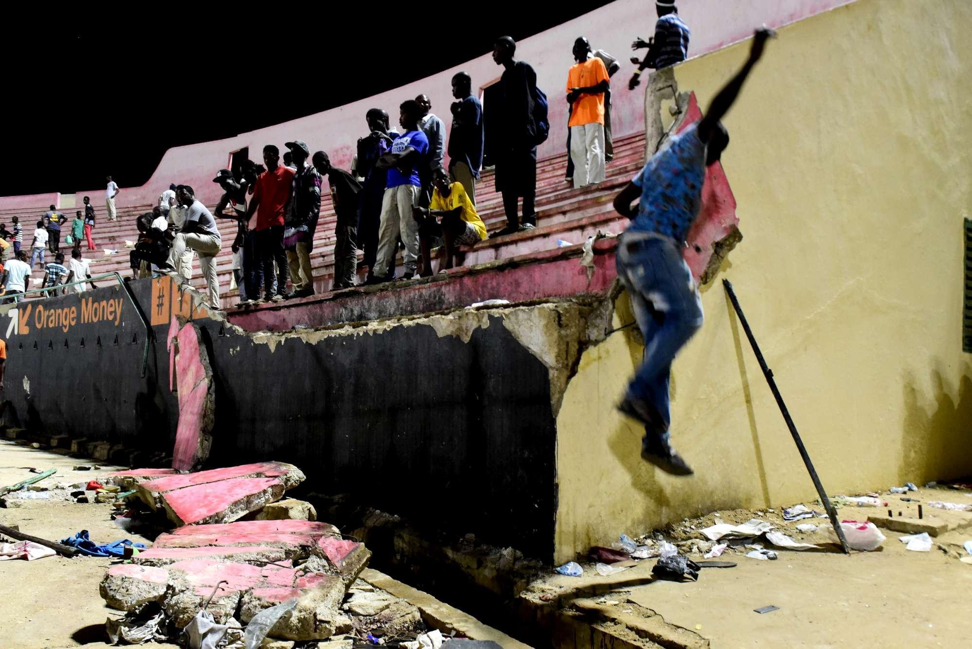 Rissa allo stadio di Dakar, 9 morti e decine di feriti