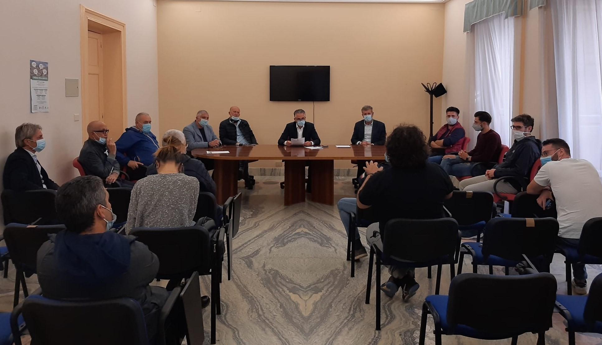 Modica, il sindaco incontra i ristoratori del centro storico: nuove regole per la movida