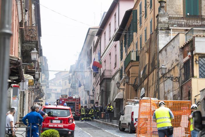 Esplosione a Rocca di Papa per la rottura di un tubo del gas: 16 feriti