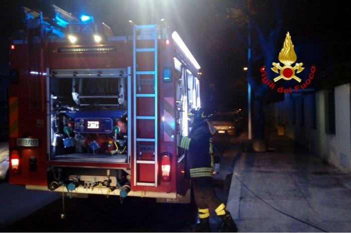 Due autocompattatori del Comune di Roccella Ionica dati alle fiamme