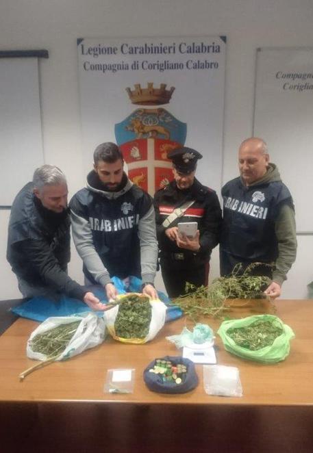 Un chilo di droga e munizioni, arrestata una famiglia a Corigliano Calabro