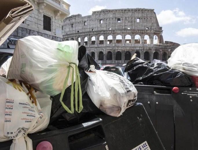 Roma chiede aiuto a Napoli per il conferimento dei rifiuti