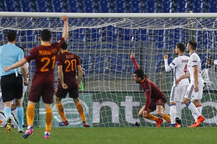 Europa League, la Roma batte il Lione 2 - 1 ma non basta: giallorossi fuori