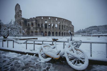 Pesaro si risveglia imbiancata dalla neve: freddo e gelo