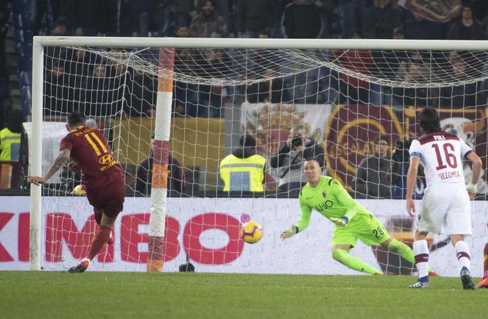 Alla Roma serve un rigore per scardinare il bunker del Bologna (2 - 1)
