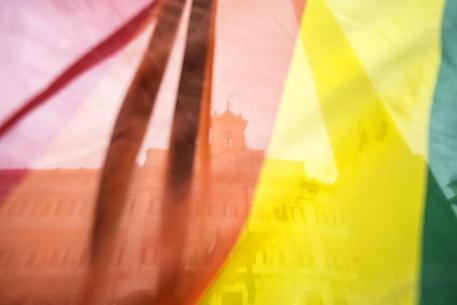 Roma, segregavano la figlia diciassettenne in casa perché gay