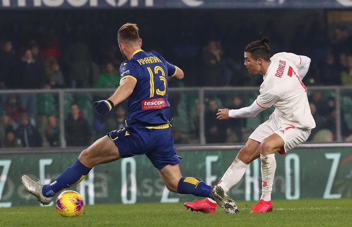 Ronaldo non basta alla Juve, straordinario Verona batte i bianconeri per 2 - 1