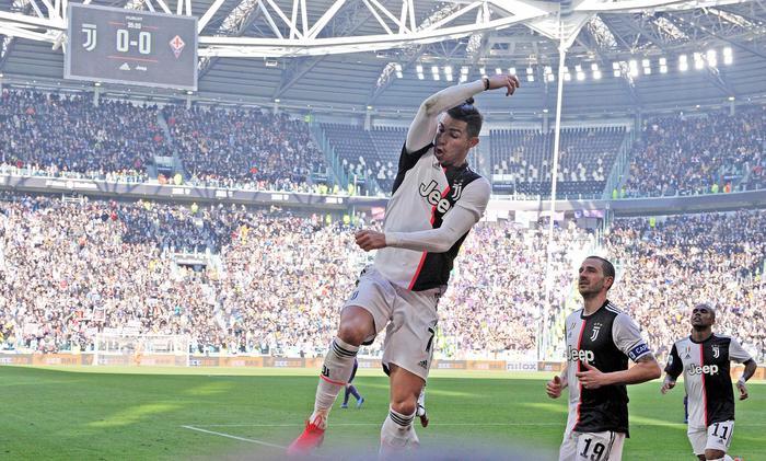 La Juve supera la Fiorentina anche con due calci di rigore: l'ira di Comisso
