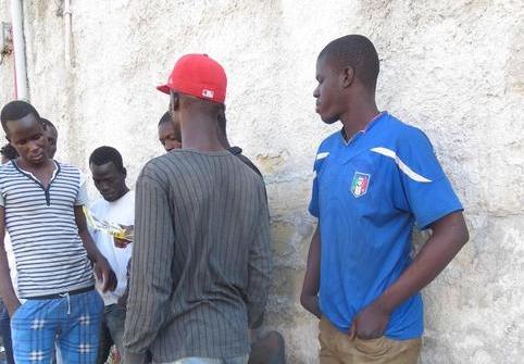 Ronde contro i migranti a Brindisi, due feriti