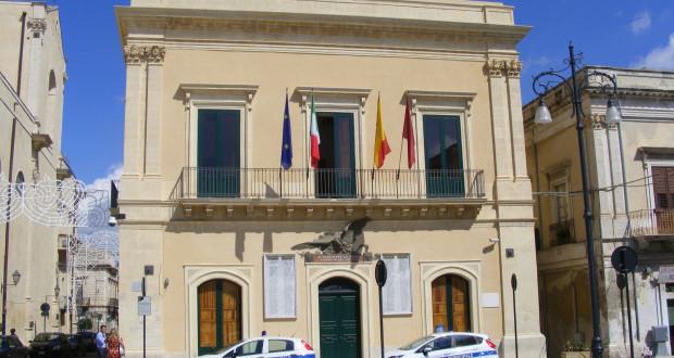 Caos al Comune di Rosolini, 2 capi settori rinunciano: Savarino e Candido