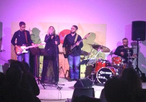 Ragusa, Rossella Aliano e la band canta l'attualità al Caffè Le Fate
