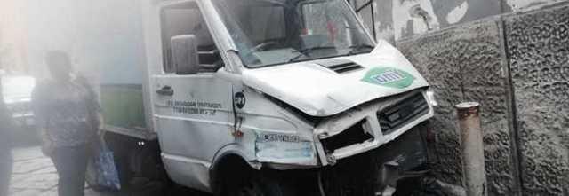 Rubano un camion dei latticini e hanno un incidente, Napoli in tilt