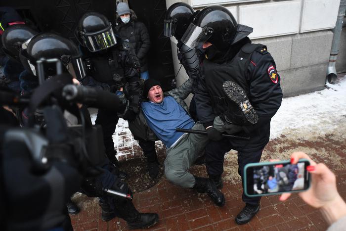La Russia reprime le proteste per Navalny: più di 5.000 arresti