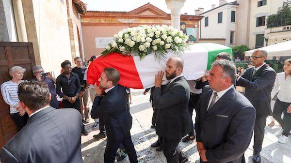Barcellona, iniziati a Bassano i funerali di Luca Russo