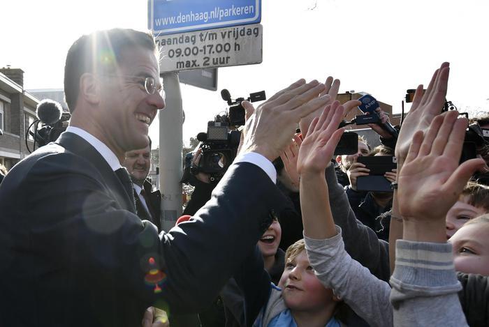Elezioni in Olanda, gli exit poll assegnano la vittoria ai liberali di Rutte