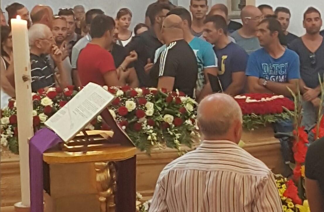 """""""Sei sempre nei nostri cuori"""", l'ultimo addio di Solarino a Lino Formica"""