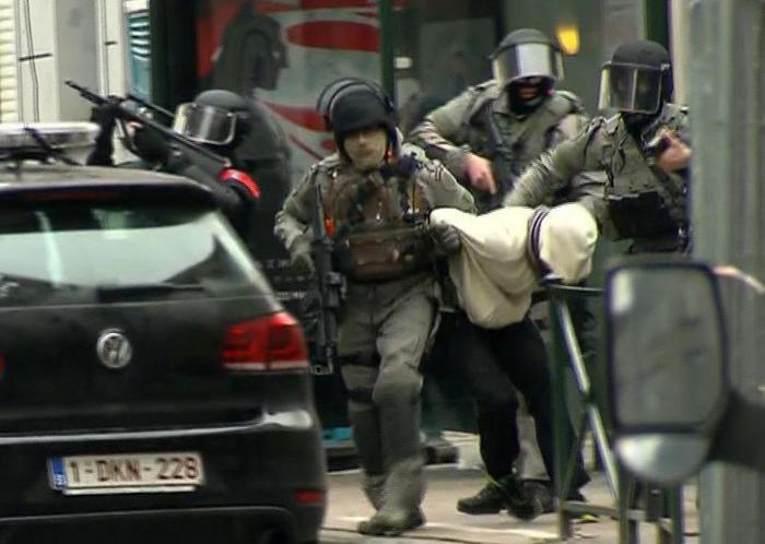 Bruxelles, Salah incriminato per omicidio plurimo e terrorismo