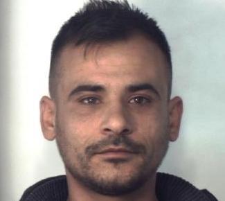 Catania, bloccato da una pattuglia in viale Nitta mentre spacciava