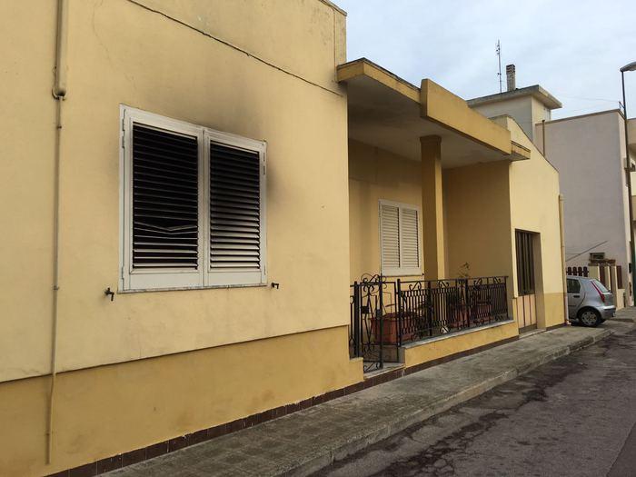Prende fuoco letto per disabili, donna morta nel Leccese