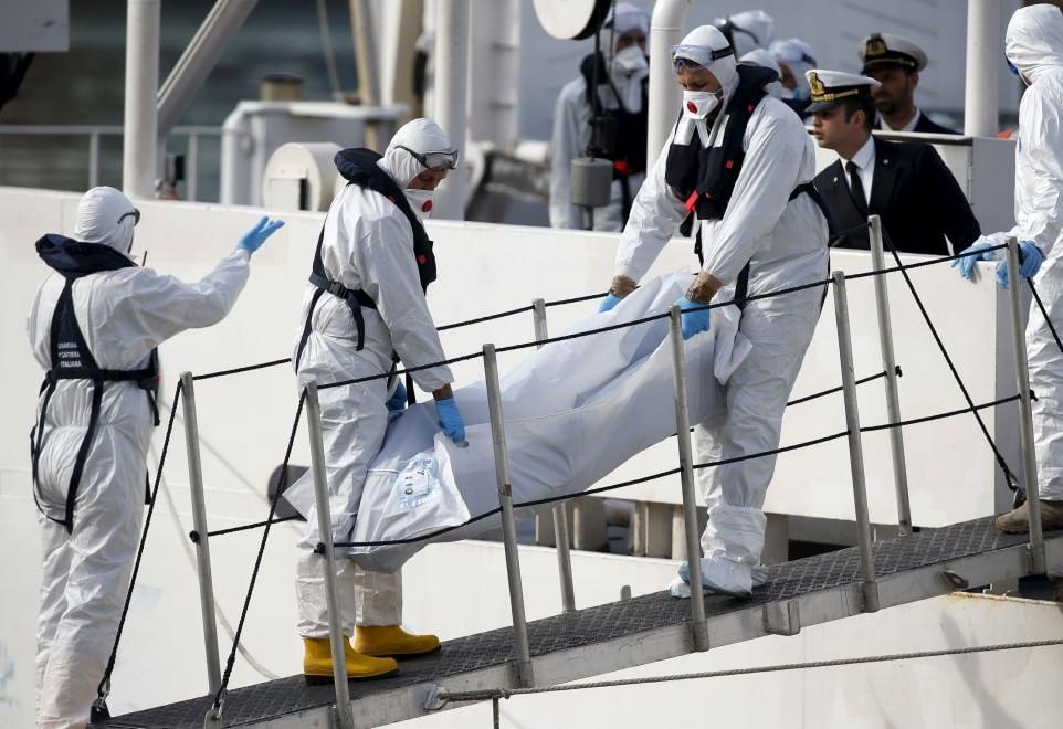 Migranti, in 650 a Catania: nove salme a bordo