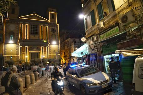 Salumiere morto a Napoli per un malore dopo una rapina, si costituisce un 46enne