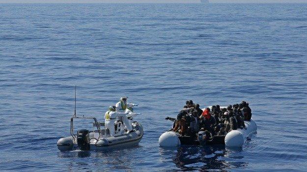 Lampedusa, arrivati 77 migranti: sedici sono minorenni
