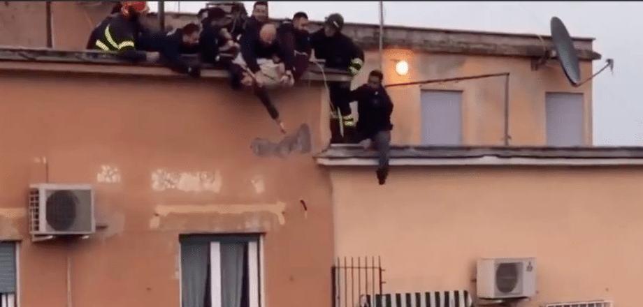 Tenta di suicidarsi lanciandosi nel vuoto, salvato in extremis a Roma
