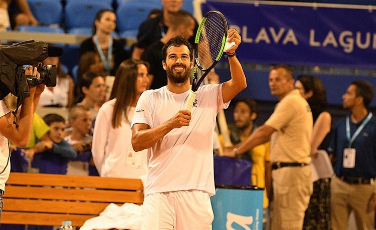 Tennis, prosegue a NewYork il sogno dell'avolese Caruso: vola al terzo turno negli Us Open