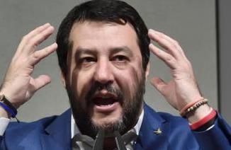 Migranti, Salvini indagato a Catania per il sequestro dei 131 della 'Gregoretti'