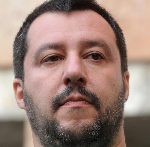 Elezioni, Salvini a Modena: contestazione nel centro storico