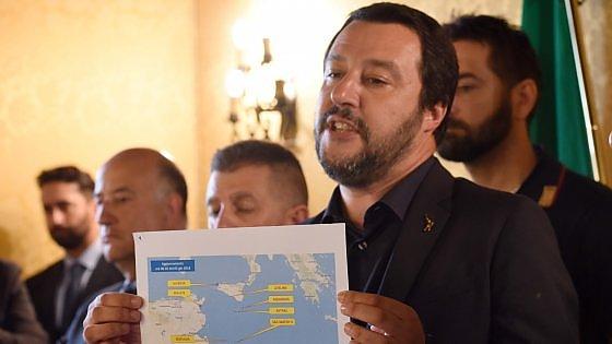 Migranti, porti italiani chiusi e Salvini a Malta: accolga Aquarius