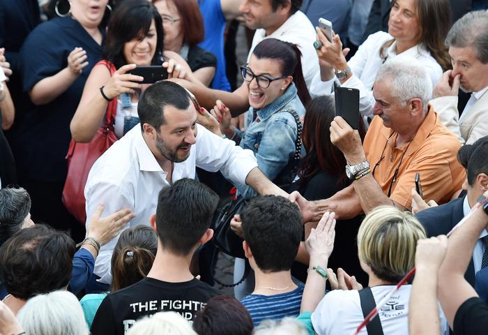 Due navi Ong a largo della Libia, Salvini: niente porti italiani