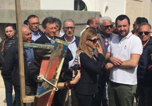 Lampedusa non è Napoli, Salvini accolto con gli applausi
