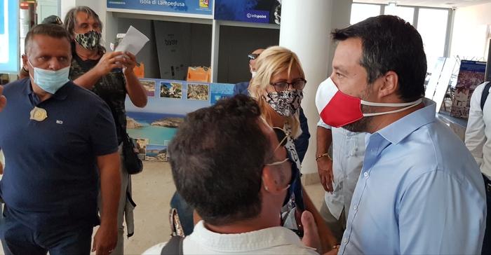 """Salvini a Lampedusa: """"Governo complice del traffico di esseri umani"""""""
