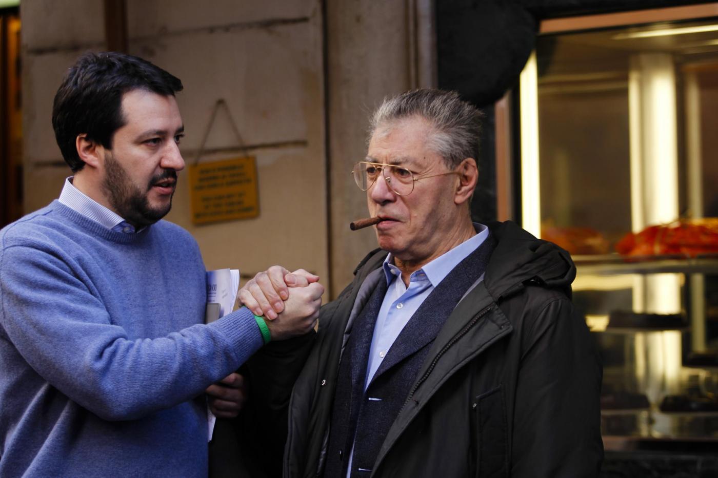 Scontro nella Lega tra Bossi e Salvini, il 'capitano' rottama il Senatur