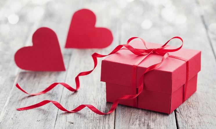 San Valentino: fiori, dolci e gioielli nella top list dei regali