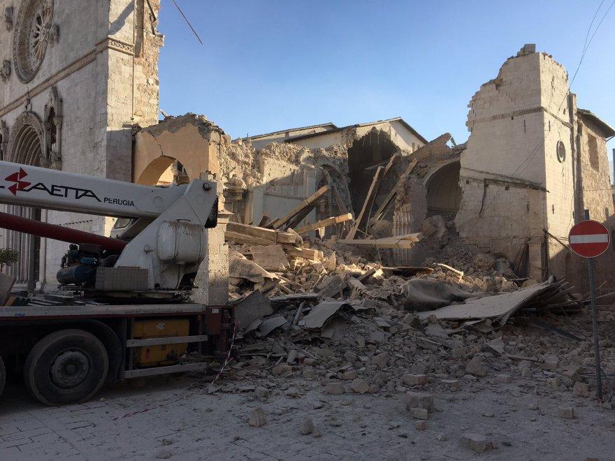 Il terremoto semina ancora paura, scossa di magnitudo 6.5 in Umbria