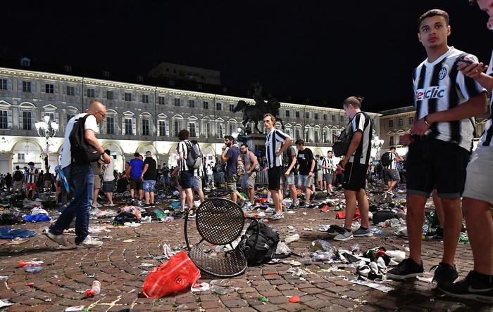 Falso allarme bomba a Torino, 200 feriti: due gravi