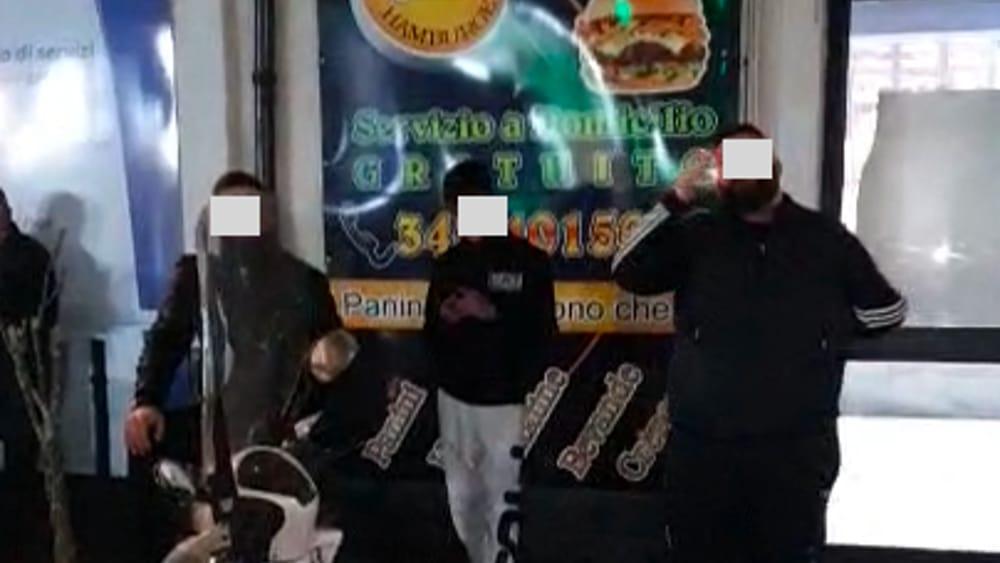 Catania, mangiano davanti a panineria e postano un video: identificati