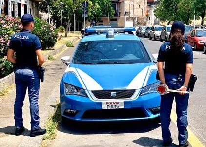 Catania, servizi di controllo della Polizia nel centro storico: multe e denunce