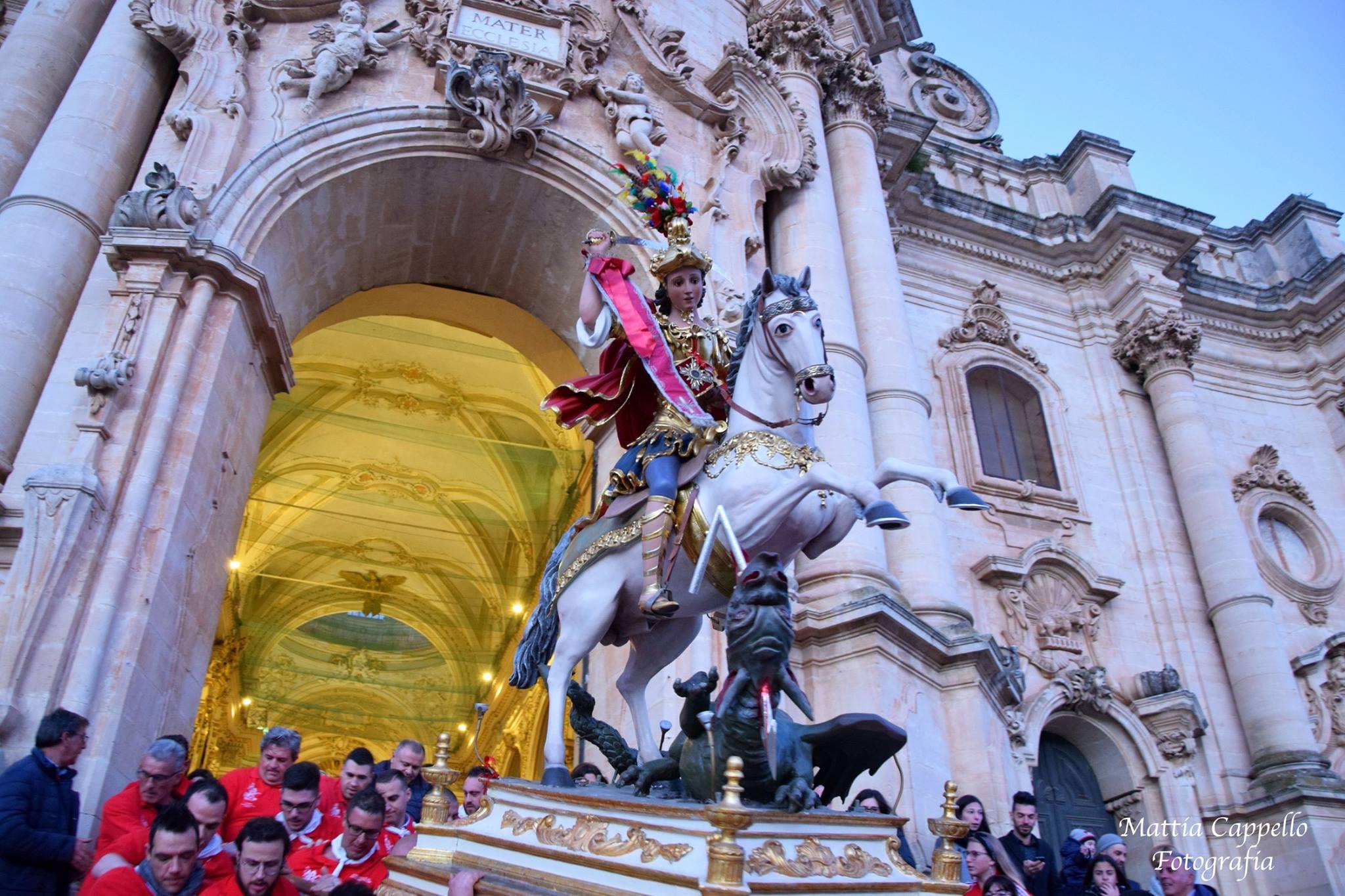 Modica in festa per San Giorgio: oggi l'uscita del Santo Cavaliere