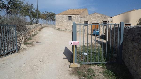 Vittoria, trasforma il Parco di Serra San Bartolo in stalla: denunciato