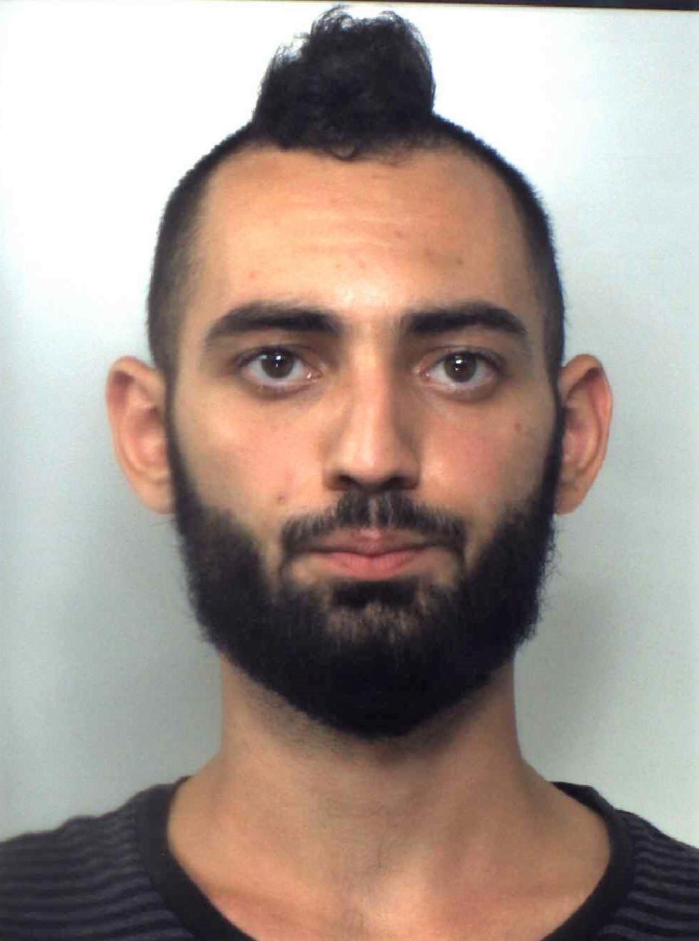 Spacciava marijuana ad Aci Castello: arrestato 22enne