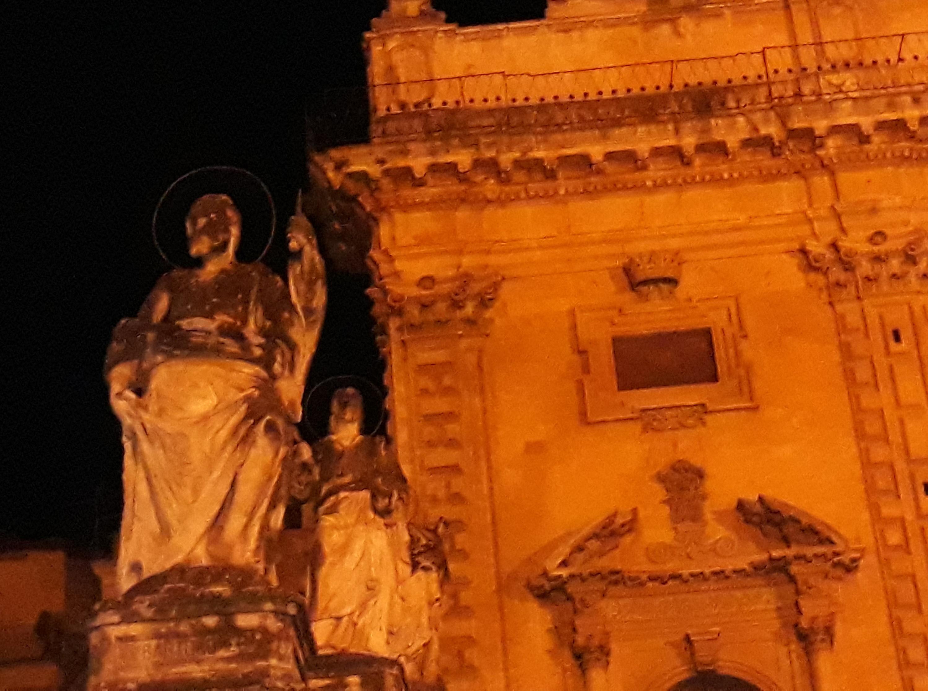 Modica, duomo di S. Pietro: necessario restaurare le statue degli apostoli