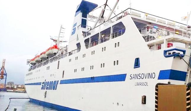 Avaria al motore del traghetto per Lampedusa, nave rientra nel porto