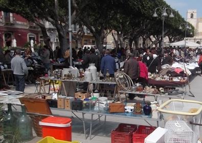 Siracusa, al mercato di piazza Santa Lucia vendeva una videocamera rubata